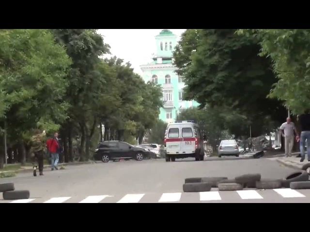 Луганск 2 06 2014 Авиаудар по ОГА. Четко видна стрельба. Самолёт наносит ракетный удар