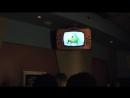 В очереди на шоу смеха от Корпорации Монстров