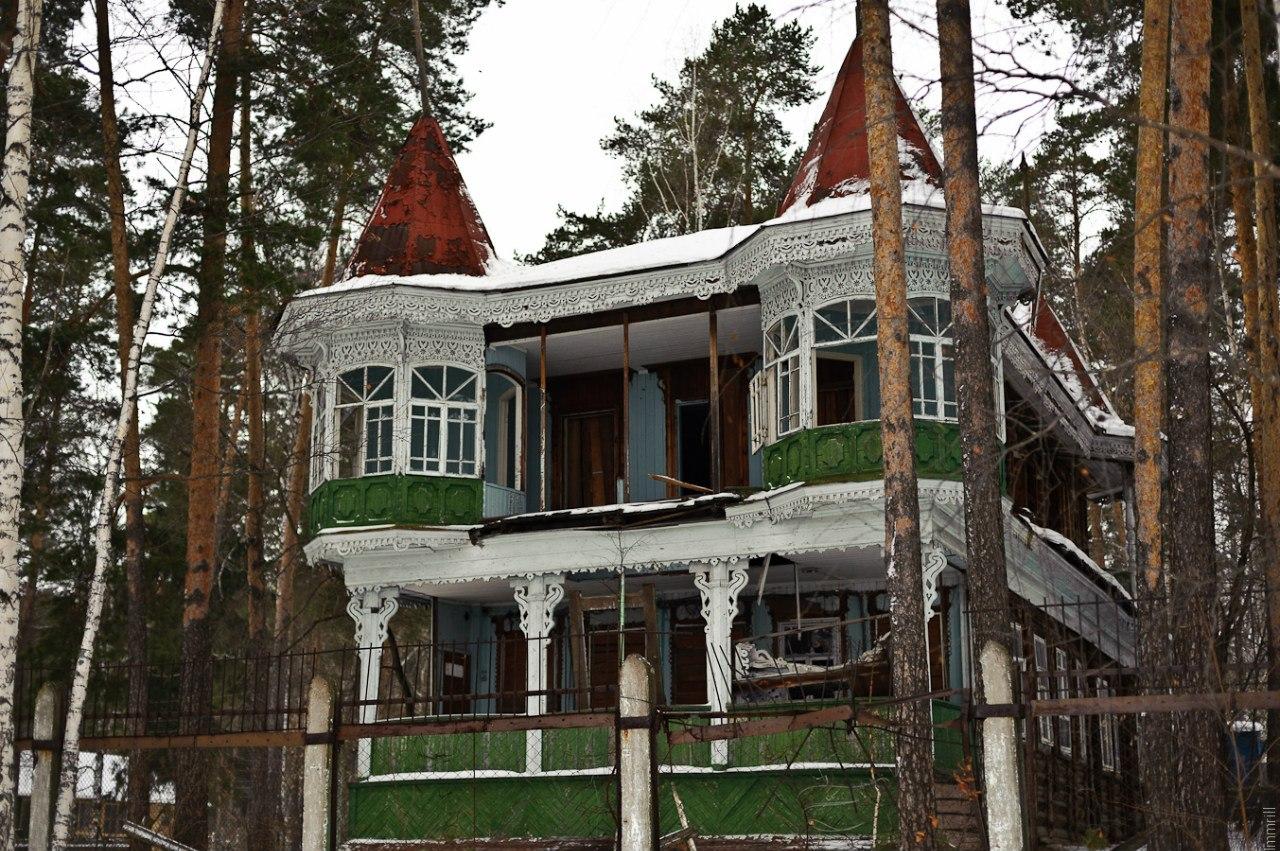 Бывшая дача купца Алина, в советское время пионерлагерь Теремок