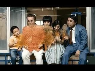 Маленький китайский мальчик Тао- нашел заначку родителей и на все деньги купил огромную рыбу-леденец. Теперь сосёт* вся семья! А