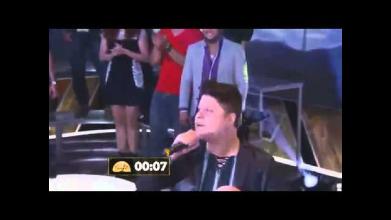 Sertanejo canta galopeira e desmaia ao vivo!