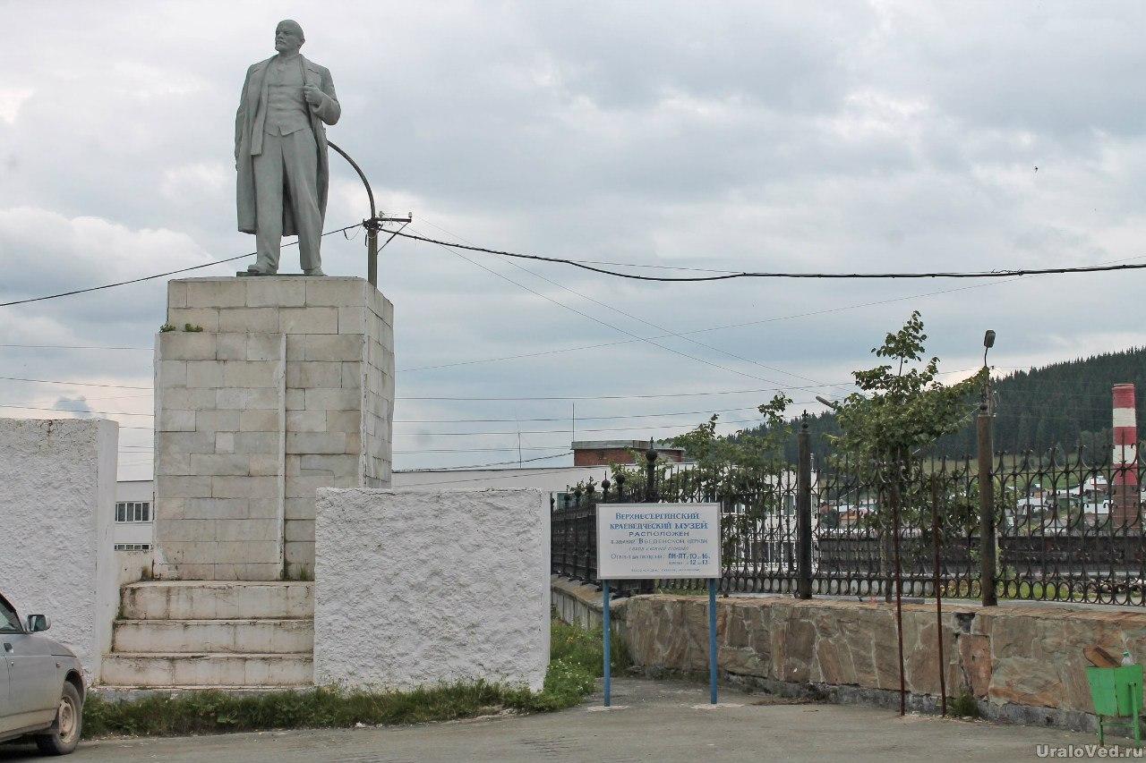Верхние Серги. Памятник Ленину