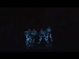Невероятный Танец в Темноте с Неоновыми Костюмами