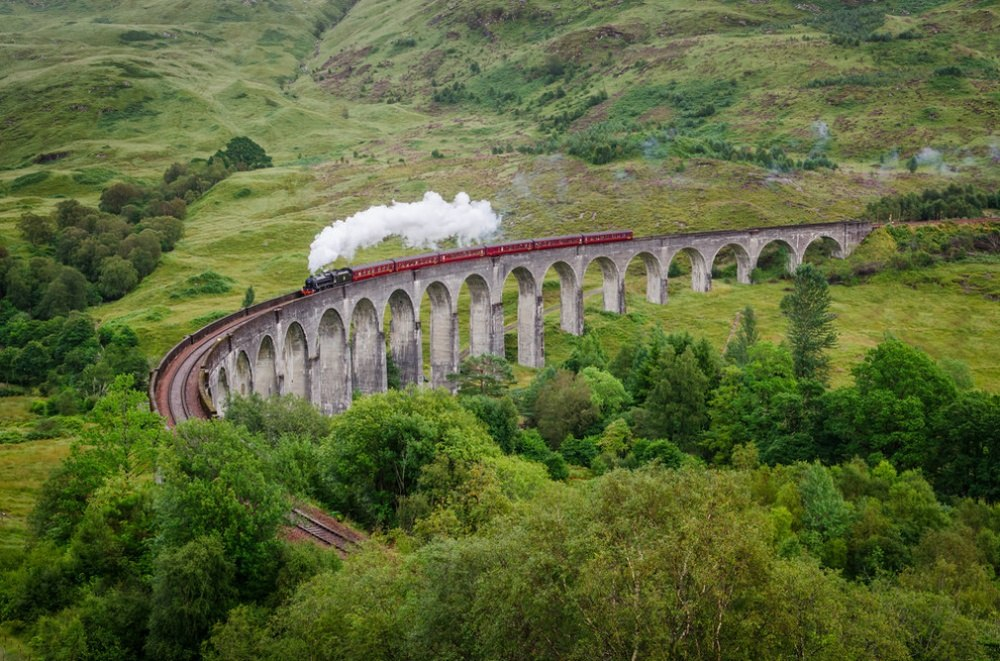25 сказочных мест со всей планеты (Виадук Гленфиннан, Шотландия)