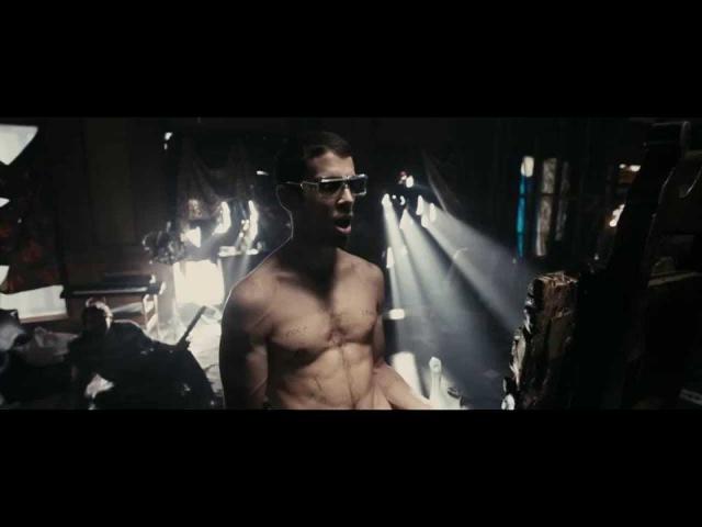 Рок н рольщик Джонни Фунт момент у зеркала The Clash Bankrobber Гоблин