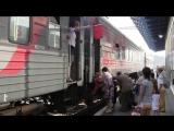 Пассажиры не успевают сесть в поезд
