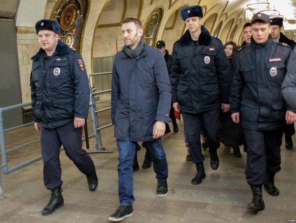 Алексея Навального арестовали на 15 суток, митинг 1 марта он пропустит.