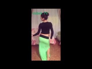Красивая Узбечка танцует - Арабский танец - O zbek qizining talanti bor ekan