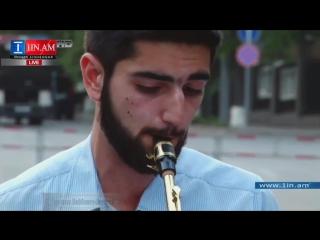 В Ереване армянский джаз пришёл на баррикады : Играет музыка рыдает саксофон. 04.07.2015.