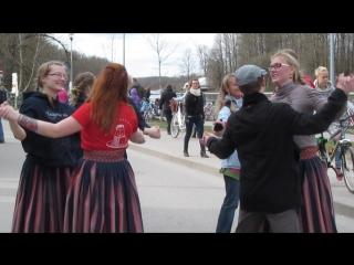 """Эстонский """"Светит месяц"""" на празднике в Супилинне (Тарту)"""