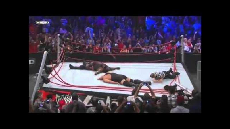 Vengeance 2011 en Español Latino - Big Show y Mark Henry destruyen el ring