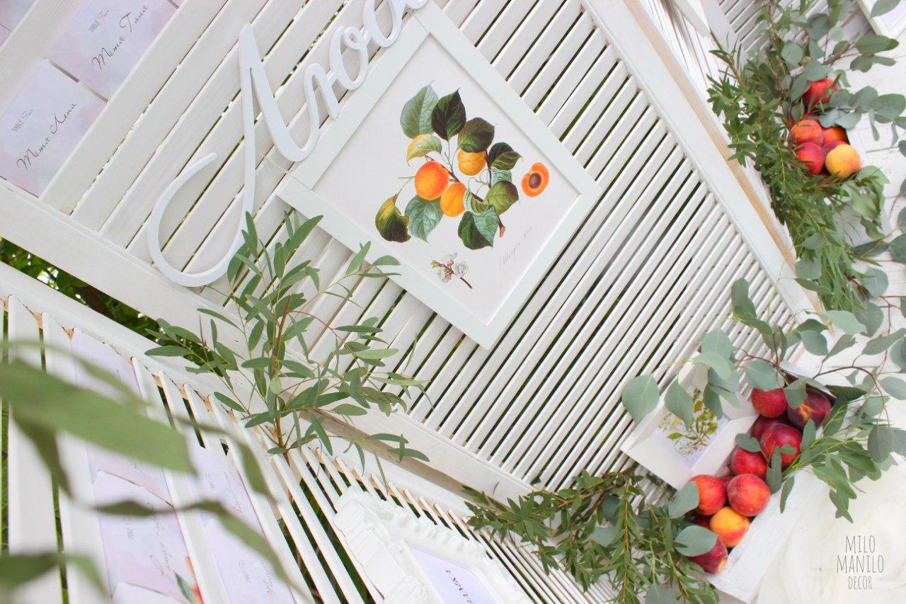 фотозона с персиками