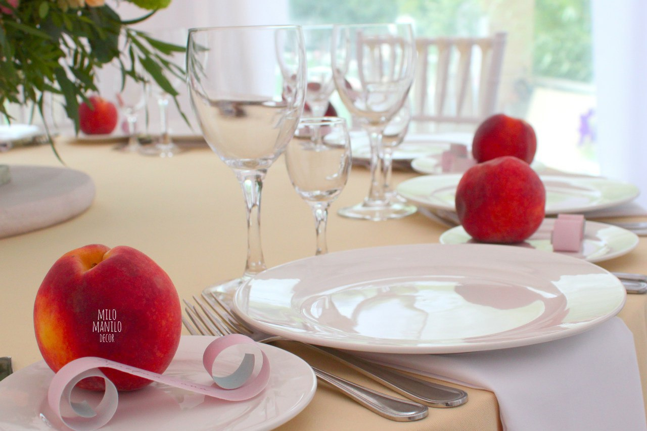 персики в декоре свадебного стола