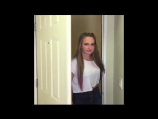 Когда девушка заходит в комнату к парням