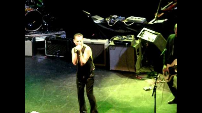 Dave Gahan sings New Rose The Damned cover