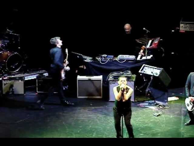 Dave Gahan (Depeche Mode) cover The Damned New Rose @ Club Nokia