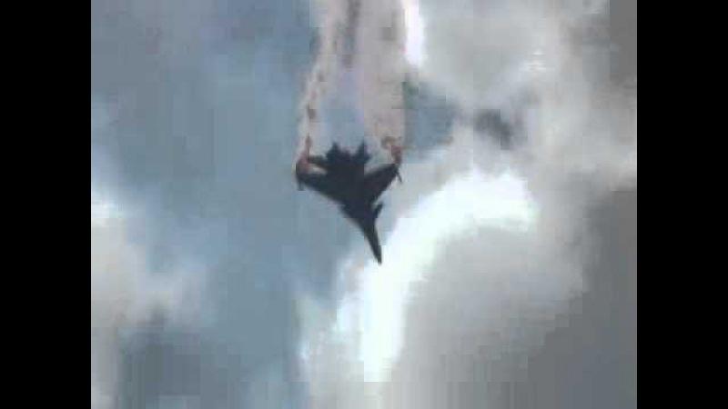 Медленный танец в исполнении российского серийного истребителя Су 30 МКИ
