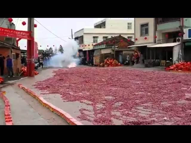 An incredible explosion of a Million firecrackers(l'incredibile esplosione di 1 milione di petardi)