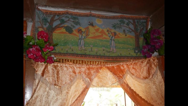 Интерьер комнаты в памирском доме.
