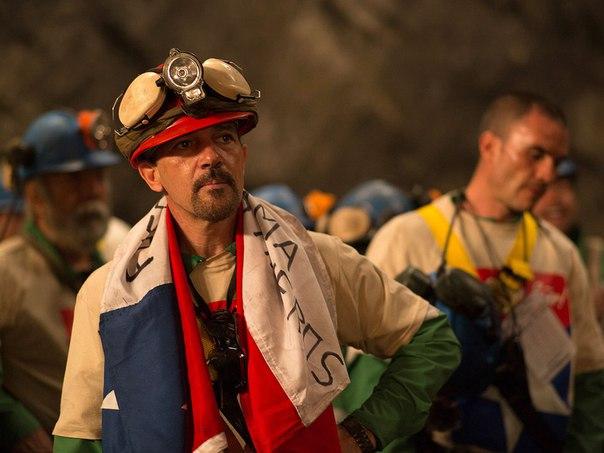 Warner Bros. опубликовали первые кадры картины «33», которая расскажет о реальных событиях, происходивших на шахте в Чили в 2010 году.