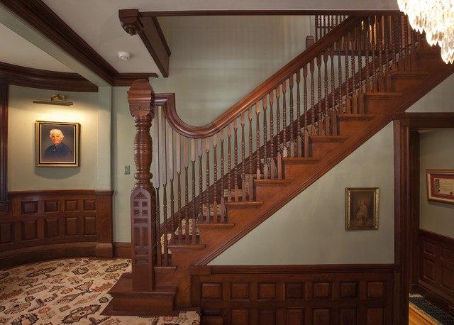 Лестница в викторианском стиле