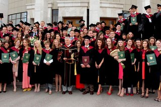 Вручение дипломов выпускникам ...