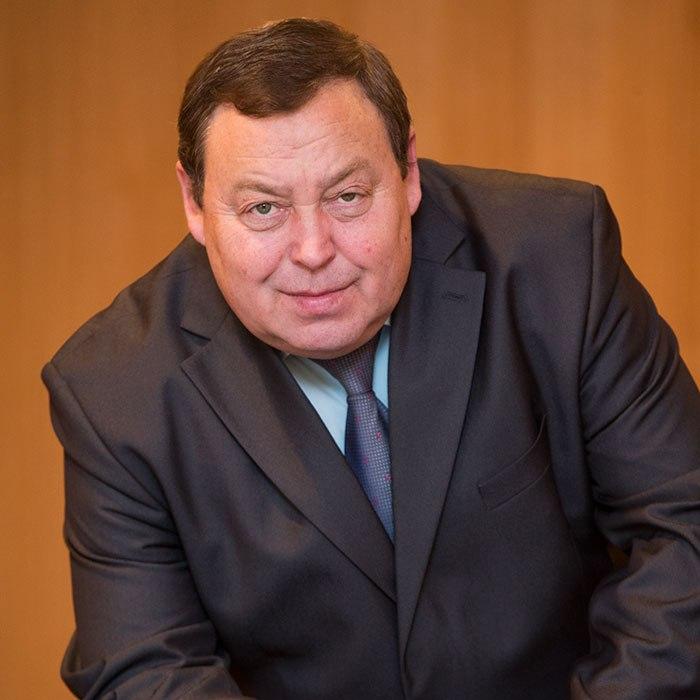 Заместитель директора по учебно-производственной работе - Печёный Владимир Александрович