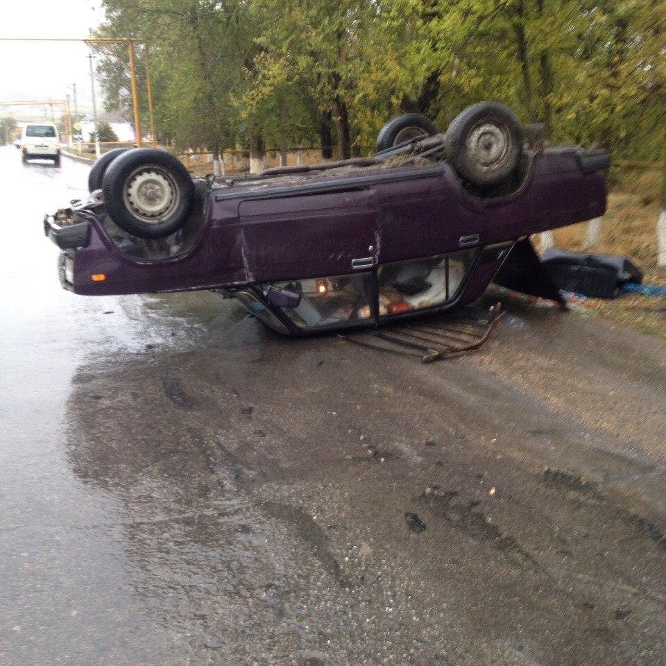 Под Таганрогом в результате аварии перевернулась «семерка»