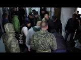 Они возвращаются Бывшие каратели АТО захватили госучреждение в Житомире избив охрану 17 05 2016