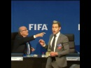 """""""El momento en el que el comediante arroja el dinero a Blatter 💸💸💸"""""""