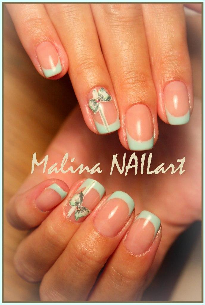 Дизайн ногтей мятного цвета френч