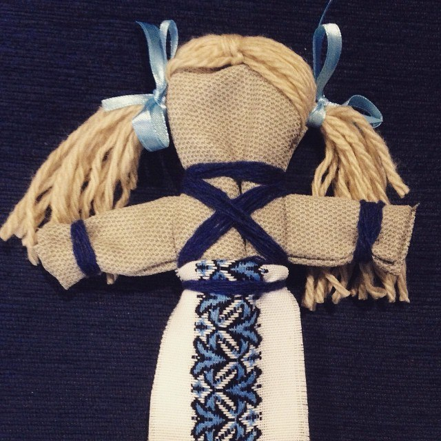 Кукла мотанка берегиня своими руками из ткани 9