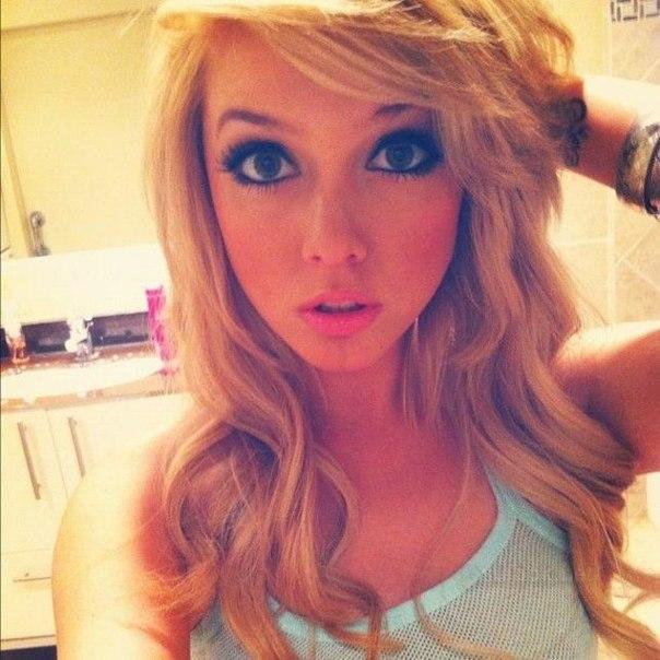 Русская молодая блондинка сосет 8 фотография