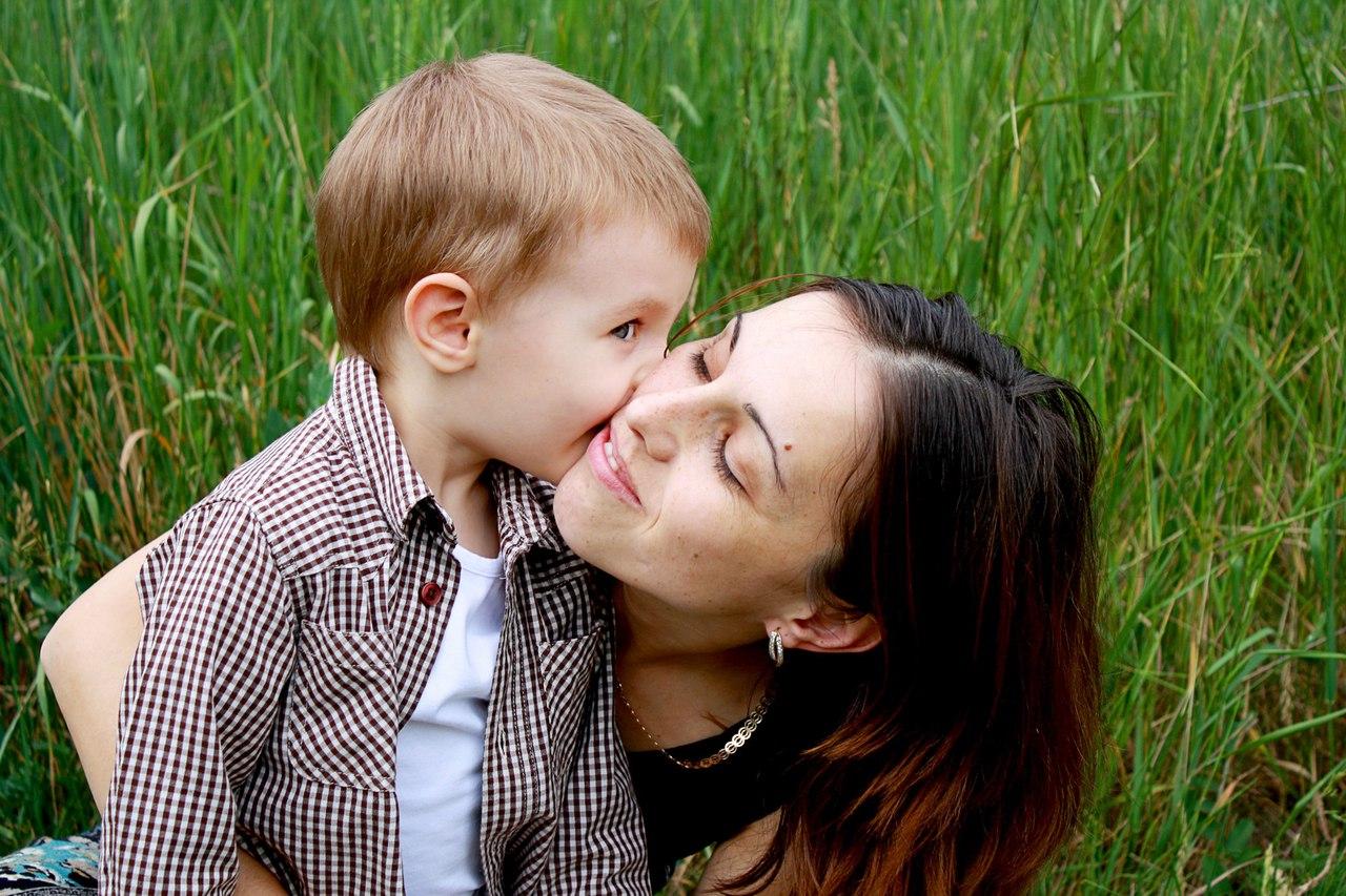 Сын целуется с мамой 10 фотография