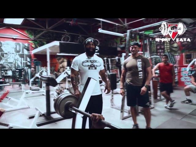 Сити Флетчер тренирует бойца MMA UFC Тайрона Вудли (RUS Sportfaza)