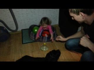 17-04-2015 Дядя Дима показал Насте театр теней!!