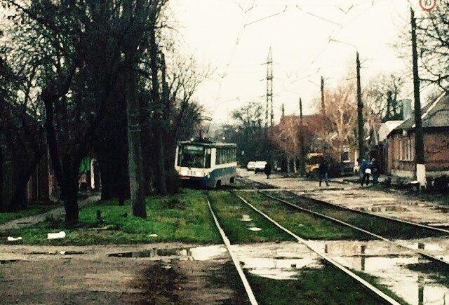 Сегодня утром в Таганроге трамвай №5 сошел с рельсов