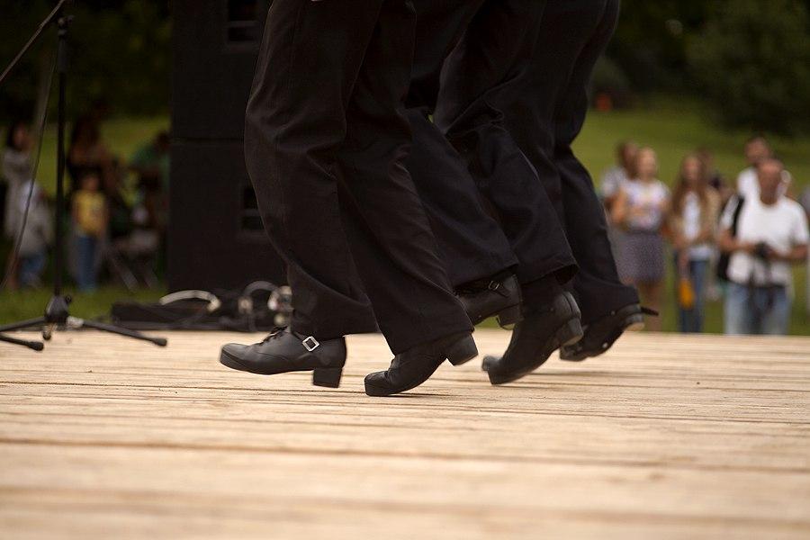 по ирландским танцам,