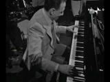 Renato Carosone interpreta al piano un trepidante O SOLE MIO