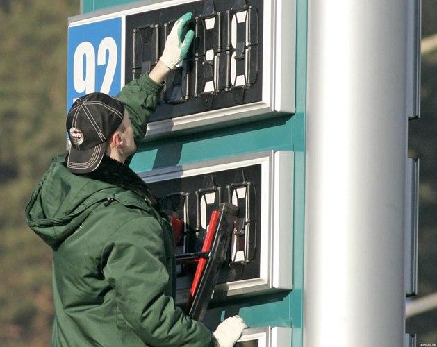 Цены на бензин в Таганроге и Ростове снизились на 40-50 копеек за литр