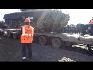 Погрузка на трал. Танк Т-80(40 тонн)