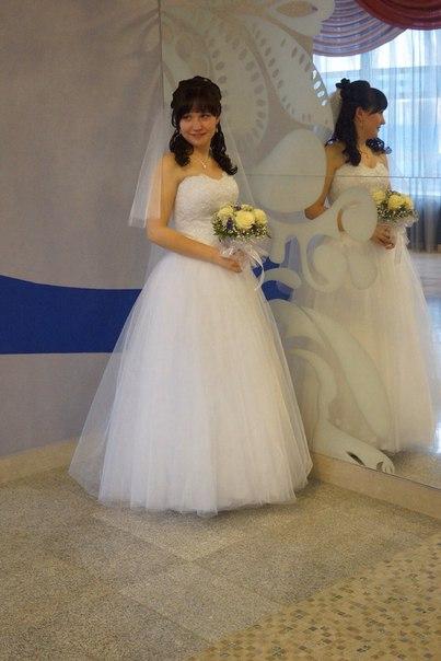 Продам срочно свадебное платье, с фатой и с шубой, карсет на шнурке, одевалось о...
