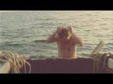 нападение человека на лодку акулы