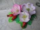 Цветы из фоамирана. Шиповник из фоамирана, серцевина из бисера, плоды из полимерной глины.