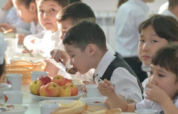 Астанада 1-4 сынып оқушылары тегін тамақпен қамтамасыз етіледі