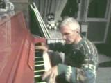 Юрий Константинов. Игра на пианино