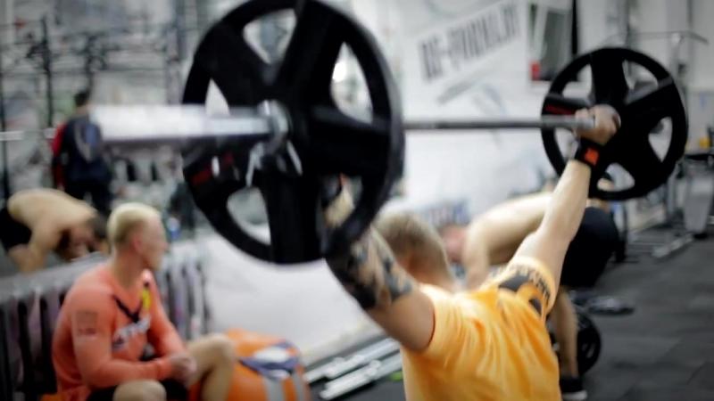Fizcult на тренировке сильных людей