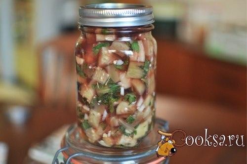 Баклажаны маринованные быстрого приготовления Рецепт быстро маринованных баклажанов обязательно пригодится каждой хозяйке: эта вкусная, чуточку пряная закуска на зиму замечательно разнообразит повседневное меню и украсит праздничный стол к любому событию. Рецепт можно считать универсальным, поскольку какие-то пряности можно добавлять по своему вкусу. А в традиционный набор для быстрого маринования баклажанов входят чеснок, винный уксус и немножко листочков мяты.