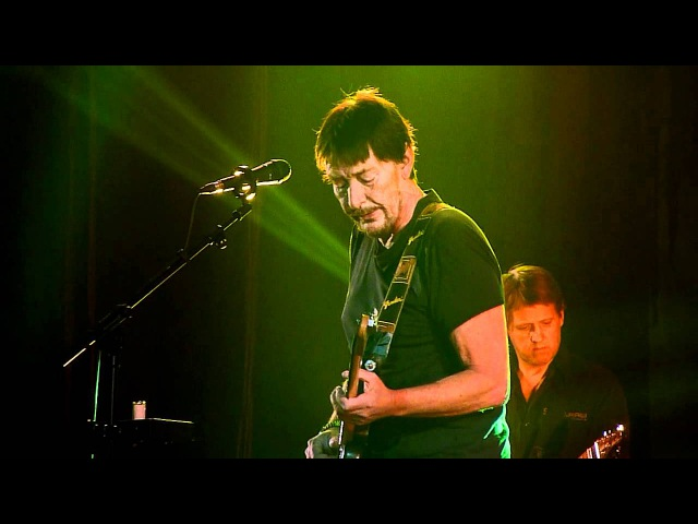 Chris Rea - Looking For The Summer (Live in Moscow, Crocus City Hall, 09.02.2012)