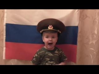 Малыш поет идет солдат по городу